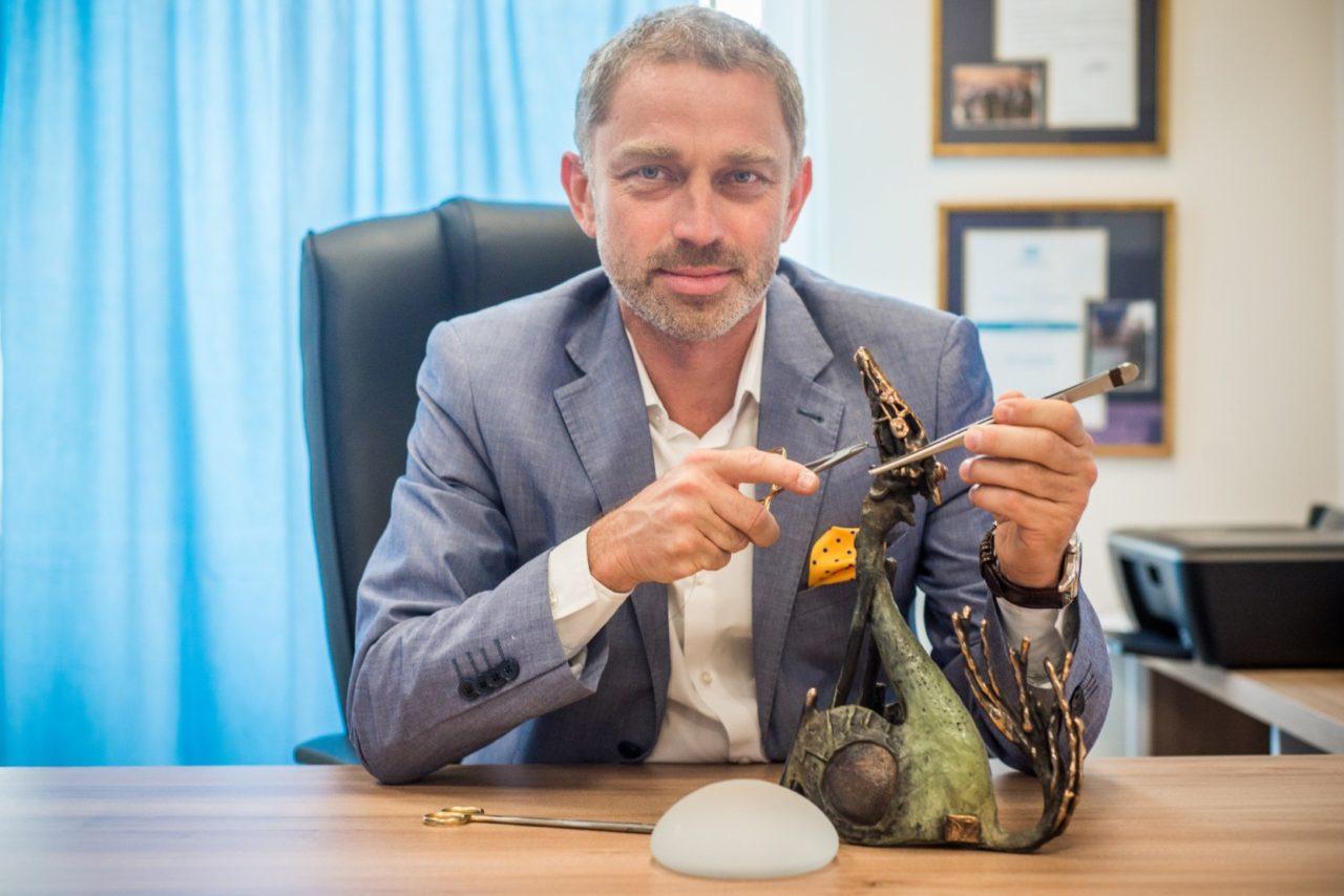 dr Jasnowski w gabinecie