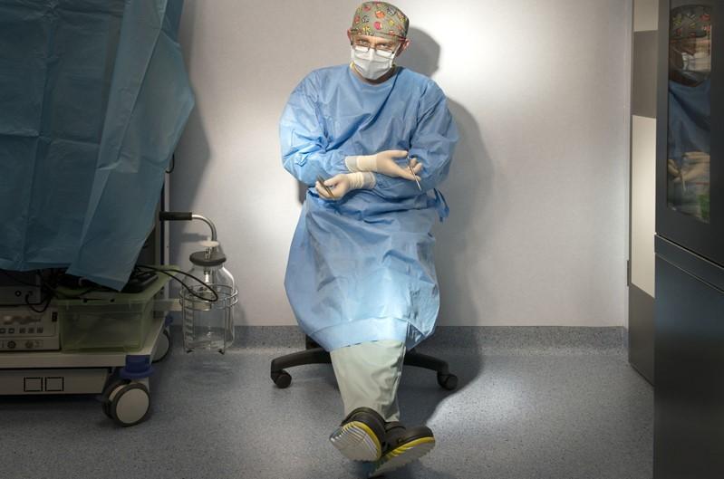 dr Przemysław Jasnowski po zabiegu chirurgicznym